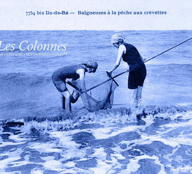 Depuis 1905, les vacances sur l'île de Ré se passent aux Colonnes face au port de Saint-Martin-de-Ré à l'Hôtel** Restaurant Crêperie Bar Les Colonnes sur Ile de Ré