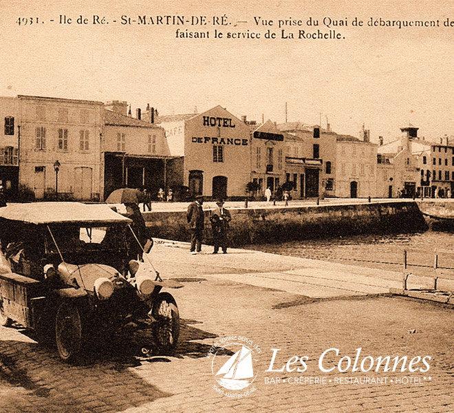 Depuis 1905 Les Colonnes au port de Saint-Martin-de-Ré à l'Hôtel** Restaurant Crêperie Bar Les Colonnes sur Ile de Ré