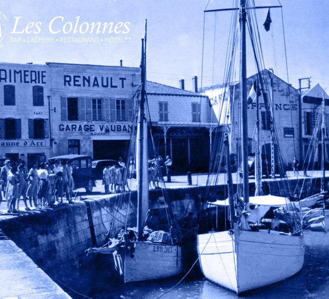 Depuis 1905 Les Colonnes est situé au port de Saint-Martin-de-Ré à l'Hôtel** Restaurant Crêperie Bar Les Colonnes sur Ile de Ré