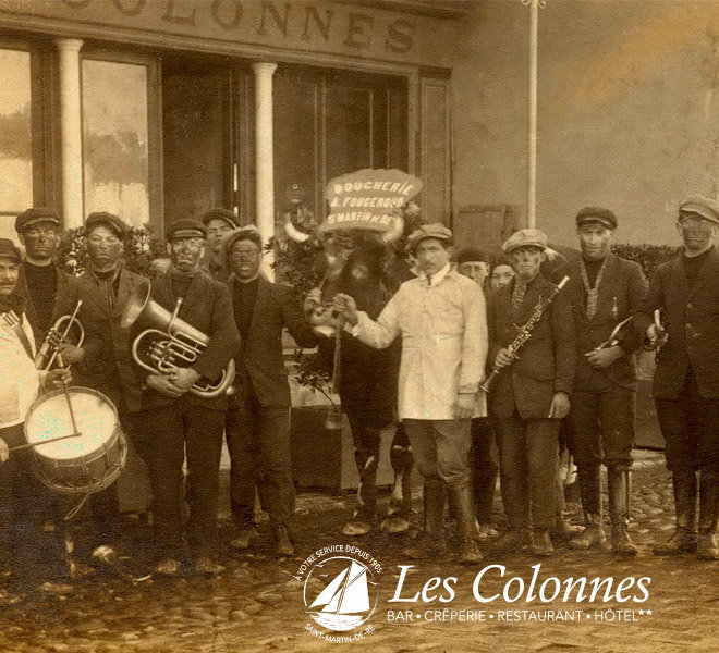 Depuis 1905, Les Colonnes représente la tradition au port de Saint-Martin-de-Ré à l'Hôtel** Restaurant Crêperie Bar Les Colonnes sur Ile de Ré
