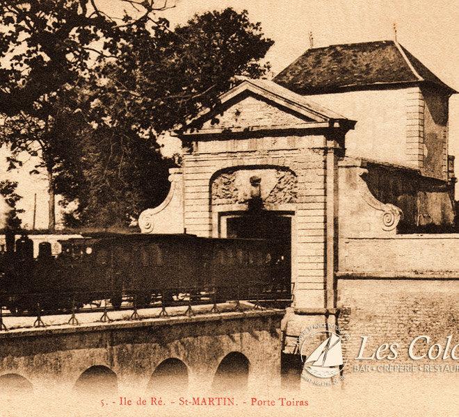 Depuis 1905 Les Colonnes sur le port de Saint-Martin-de-Ré à l'Hôtel** Restaurant Crêperie Bar Les Colonnes sur Ile de Ré