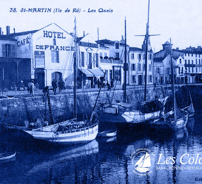 Depuis 1905, Les Colonnes vous accueillent au au port de Saint-Martin-de-Ré à l'Hôtel** Restaurant Crêperie Bar Les Colonnes sur Ile de Ré